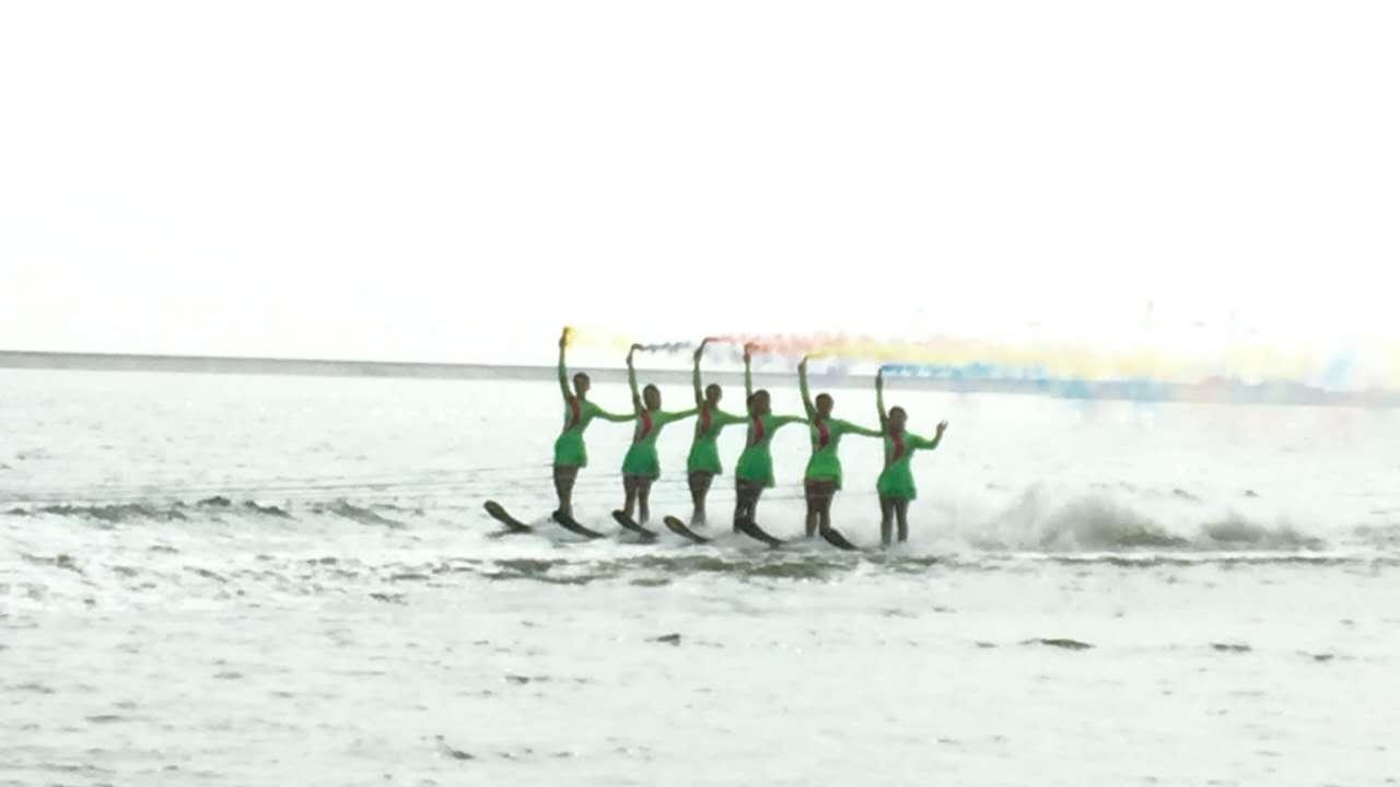 2016上海旅游节第二届景优杯碧海金沙沙滩滑水节开幕